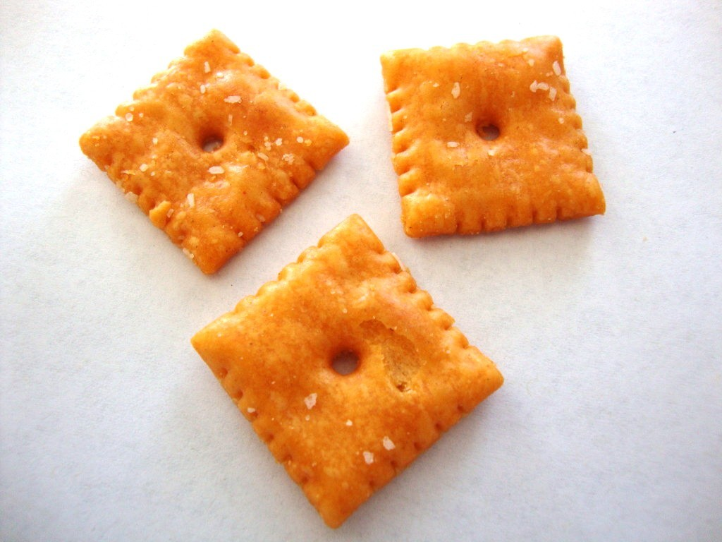 Baked snack crackers