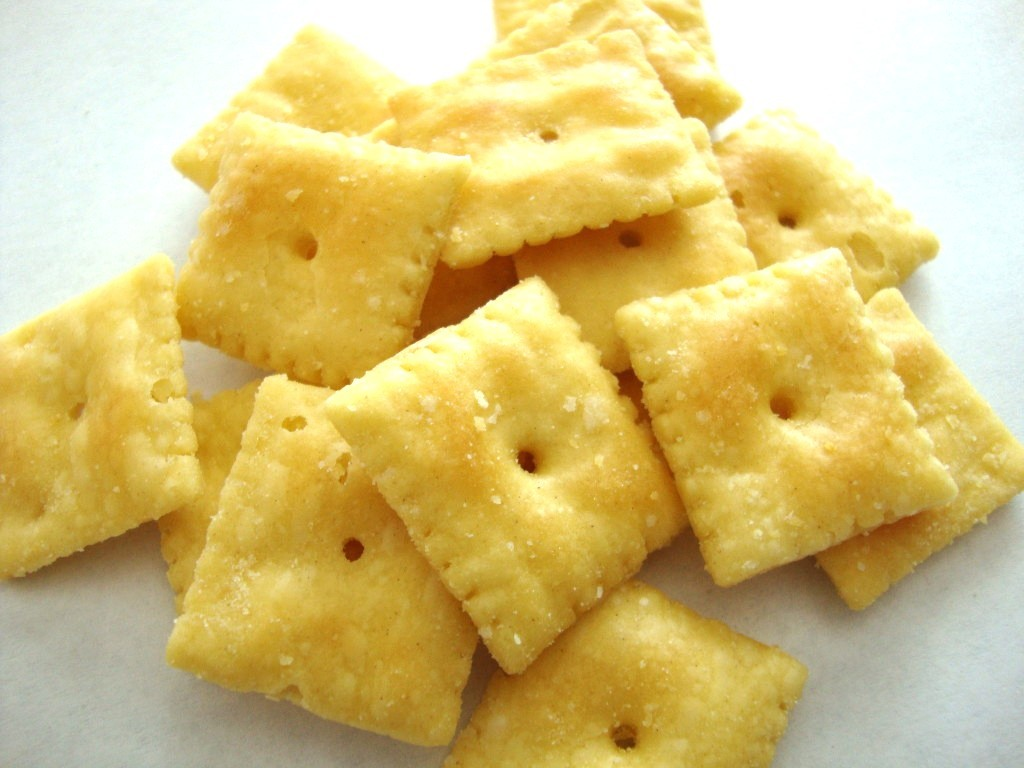 Click to Buy Cheez-It White Cheddar Baked Snack Crackers
