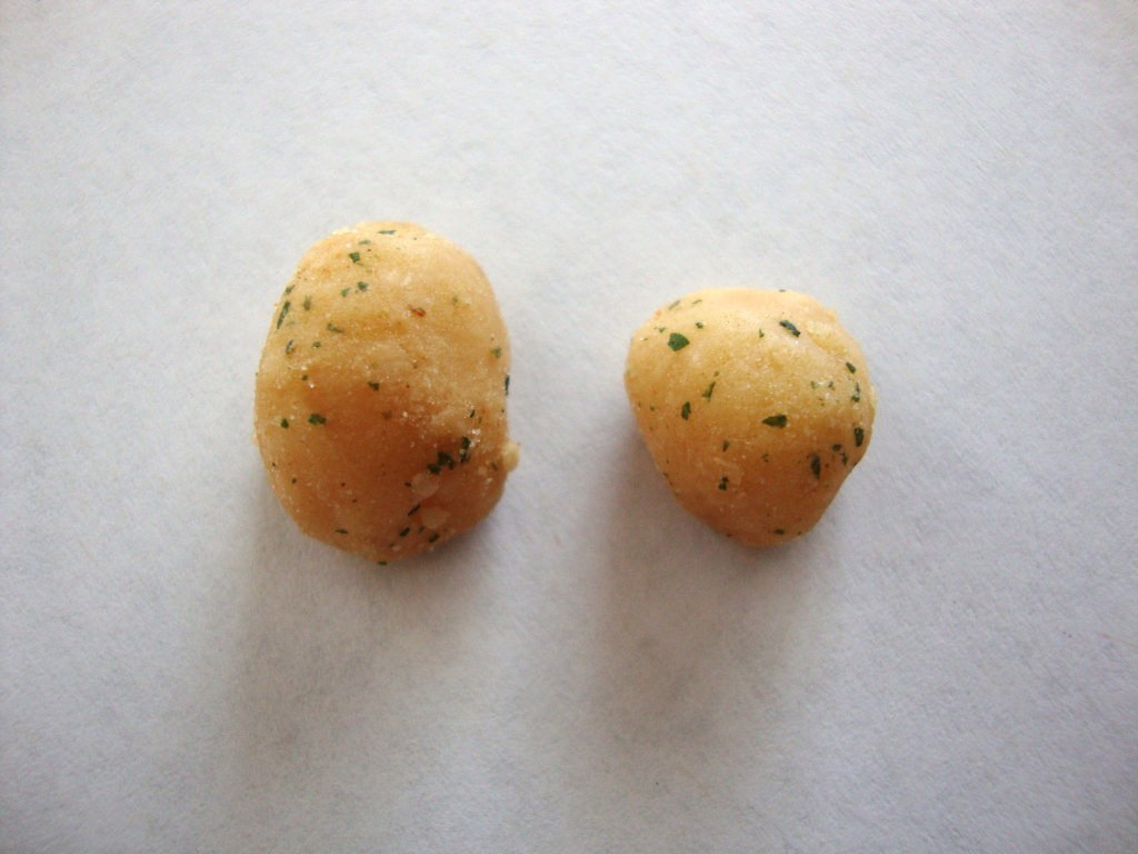 Click to Buy Mauna Loa Maui Onion & Garlic Macadamias