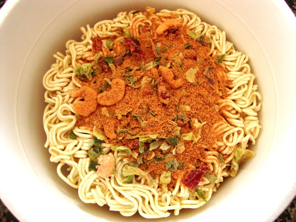 Nissin Bowl Noodles Hot & Spicy, Shrimp