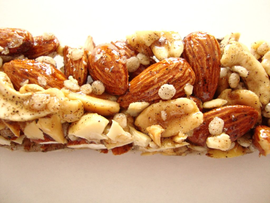 KIND Nuts & Spices Bars, Madagascar Vanilla Almond