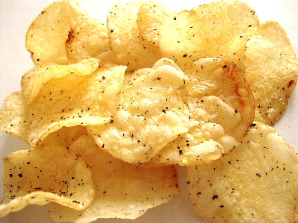 Lay's Kettle Cooked Sea Salt & Cracked Pepper Potato Chips