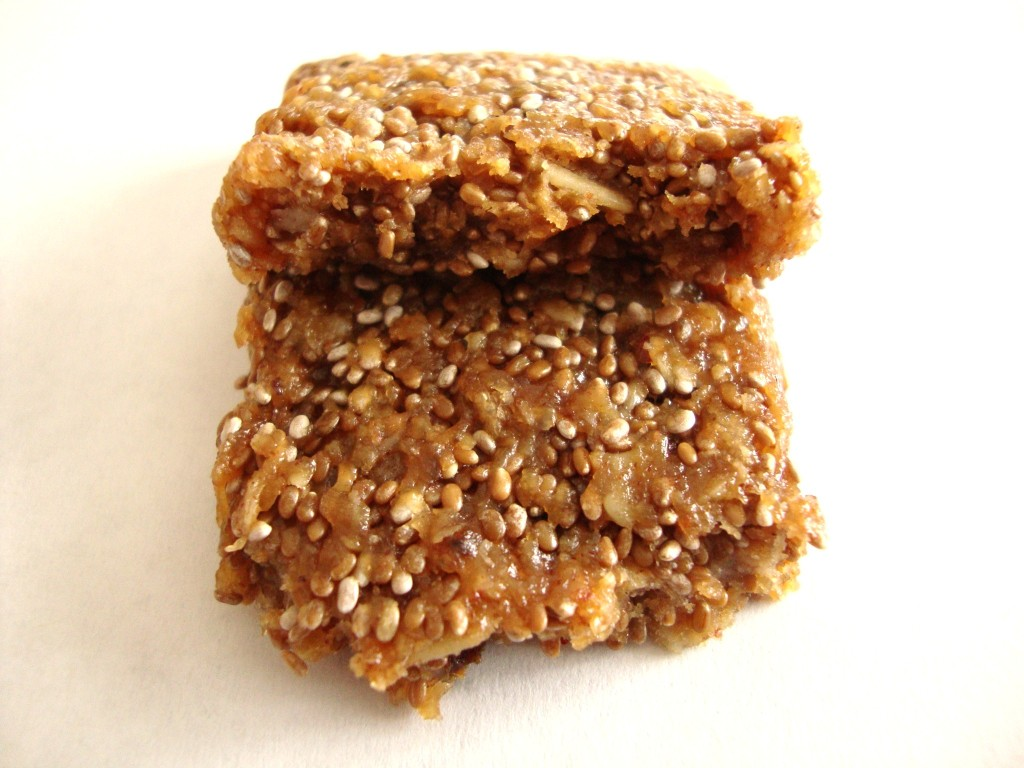 Click to Buy Health Warrior Banana Nut Chia Bars